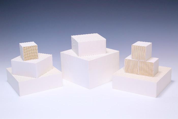 White Catalytic Converter Cordierite Substrate , Custom